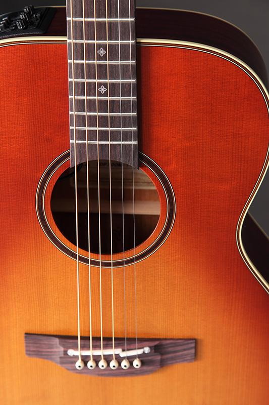http://www.takamineguitars.co.jp/blog/IMG_9173.JPG
